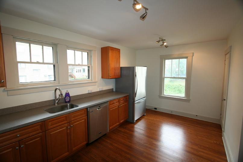 LUX 2 BEDROOM APARTMENT MINUTES FROM DOWNTOWN PITTSBURGH