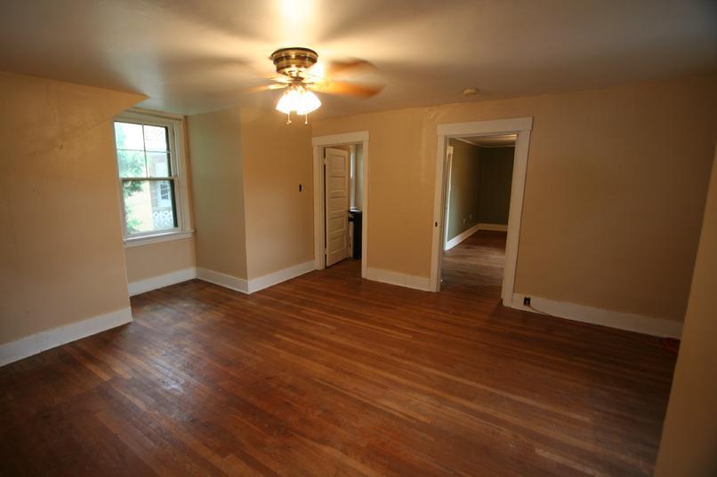 Pittsburgh luxury apartments executive home rental for Hardwood floors pittsburgh